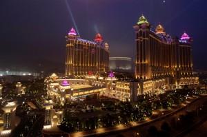 Galaxy Casino di notte con luci accese