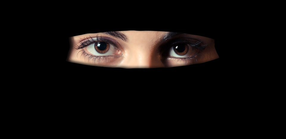 woman with niqab